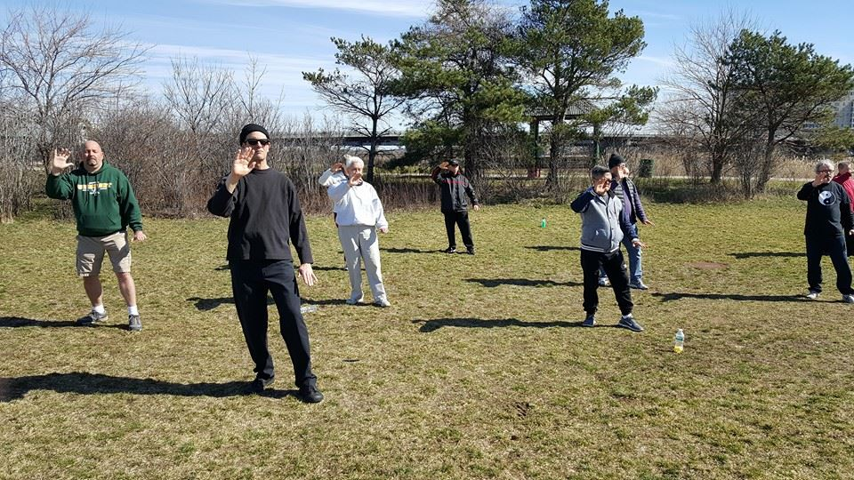http://swimmingdragontaichi.com/wp-content/uploads/2017/02/tai-chi-class3.jpg