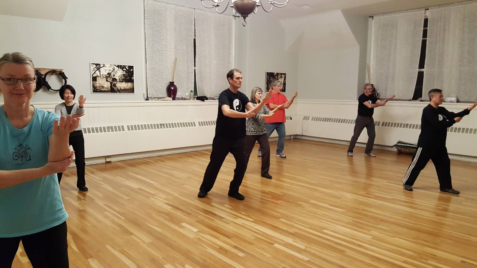 http://swimmingdragontaichi.com/wp-content/uploads/2017/02/tai-chi-class4.jpg